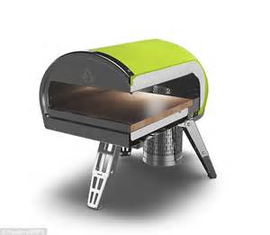 roccbox portable oven cooks a pizza in 90 seconds roccbox portable wood fired pizza oven reaches 500 176 c 932