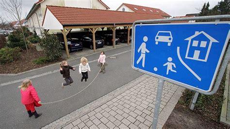 Kinder Haben Auto Zerkratzt by Kinder Im Stra 223 Enverkehr Was Ist In Spielstra 223 En Erlaubt