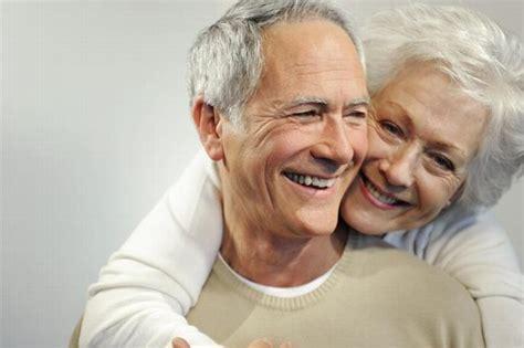 abuelos en el toylet hoy se celebra el d 237 a del abuelo en m 233 xico el heraldo de