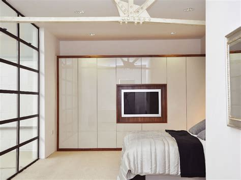 Bedroom Fitted Wardrobe Doors by Benefits Of Fitted Bedroom Darbylanefurniture