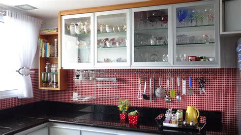 um armario a forma de um como organizar os arm 225 rios e gavetas da cozinha