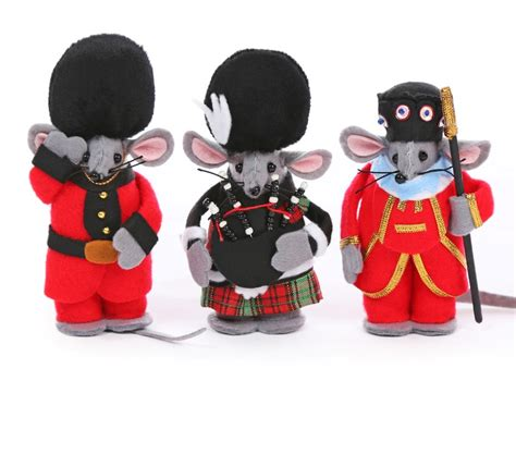 soldier beefeater and piper christmas tree mouse