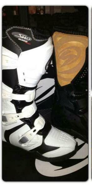 Sepatu Gats Hitam gates accessories