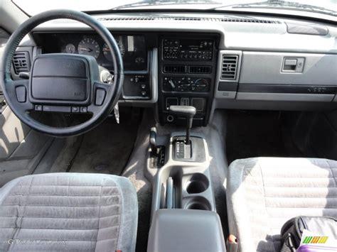 1995 Jeep Grand Laredo Interior 1995 Jeep Grand Laredo 4x4 Gray Dashboard Photo