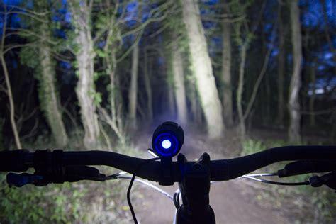 cycling lights for night riding review ugoe 6000 lumen mountain bike lights bikes n stuff