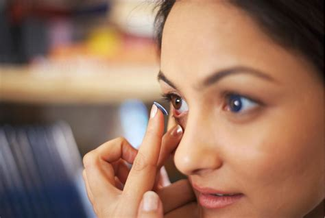 7 Tips For Contact Lens Wearers by 20 Makeup Tips For Contact Lens Wearers