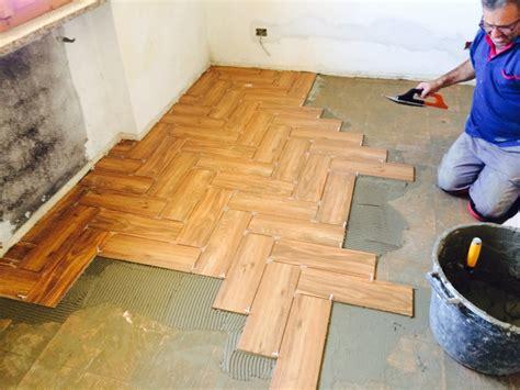 posa di pavimenti foto posa pavimento di esseci edilizia infissi 235134