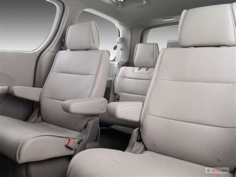 minivan nissan quest interior 2007 nissan quest vs 2007 toyota the car connection