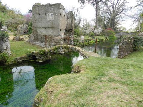 popolare lazio cisterna di cisterna di ponte romano nel giardino di ninfa