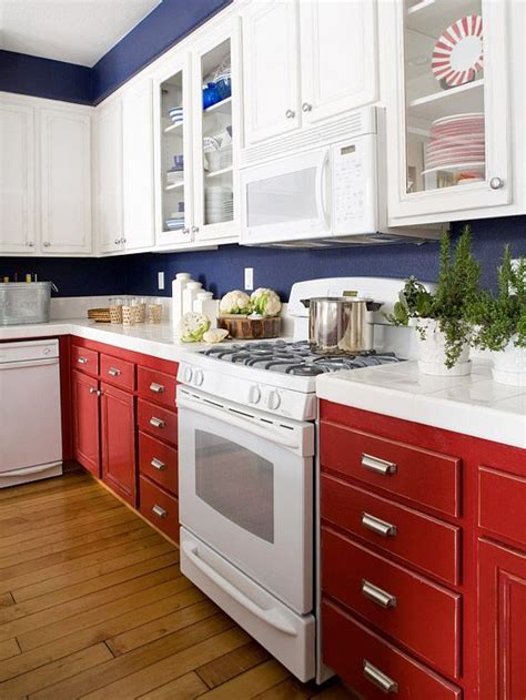 Can Kitchen Cabinets Be Painted While Stained Wood And White Painted Kitchen Cabinets Are The Norm It Doesn T You To