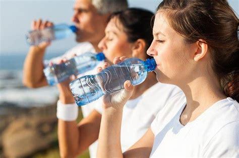 aturan  minum air mineral  baik  benar seputar kumpulan tentang olahraga