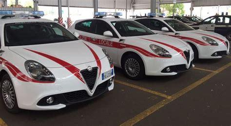 alfa romeo la polizia municipale  firenze rinnova il parco auto   giulietta
