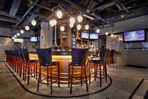 top of rockefeller center bar tree lighting 2016 best bars by rockefeller center thirsty