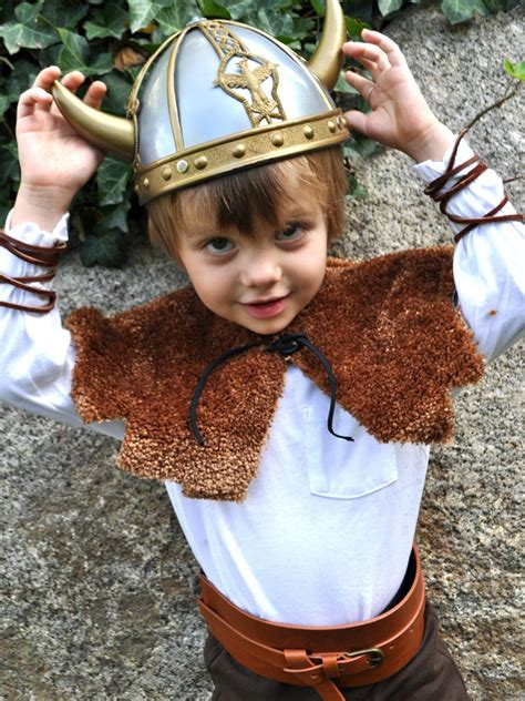 diy viking halloween costume    hgtv