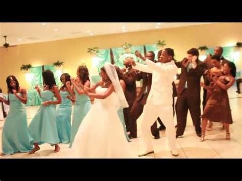 VIDEO: The Wedding Wobble   Dancing