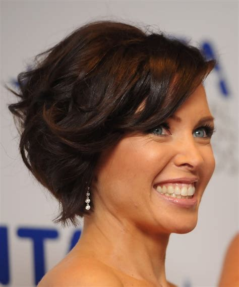 short curly hairstyle hairstyles 2012 pictures to pin on pinterest side view of curly wavy bob hairstyle hairstyles weekly