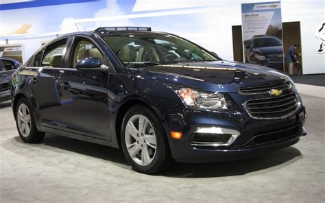 2015 chevrolet cruze at 2014 new york auto show 2015 chevrolet cruze facelift unveiled details inside