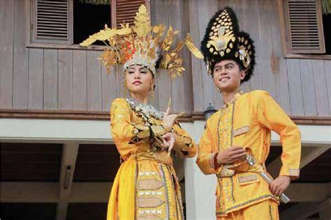Baju Adat Rumah Adat Tarian Adat kalimantan utara tarian adat rumah adat pakaian adat the knownledge