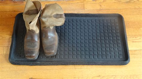 square dot embossed rubber boot tray 32 x 16 x 1