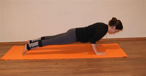 imagenes de yoga para una sola persona 11 posturas b 225 sicas para practicar yoga salud180