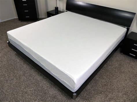 memory foam mattress sinking middle zinus memory foam mattress review sleepopolis