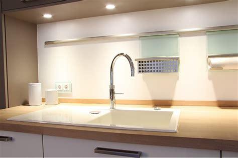 moderne küche hochglanz schwarz k 252 che wei 223 lila