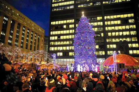 chicago christmas tree shifts to millennium park chicago