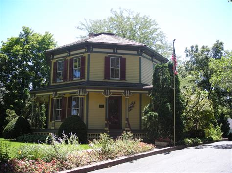 file the octagon house 3601790588 jpg wikimedia commons file octagon house barrington il 01 jpg wikimedia commons