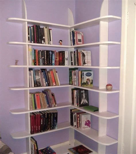 stylish and easy to make corner bookshelf