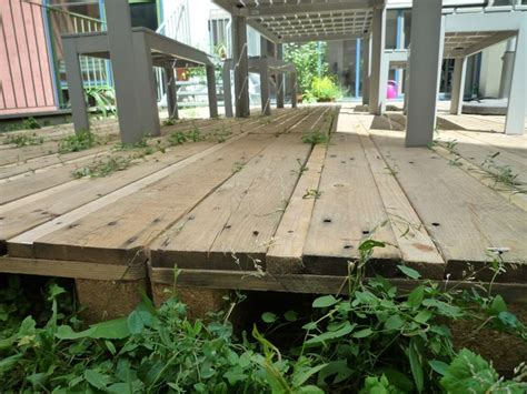 Pallet Patio Floor by Simple Pallet Deck Plans For The Home Outside