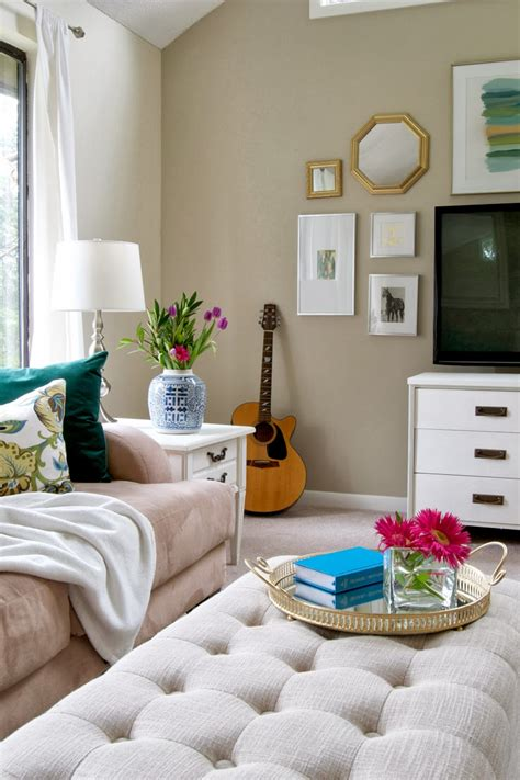 decorating your living room on a budget livelovediy 10 budget decorating tips