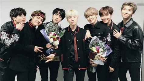 BTS Takes Home The Daesang (Grand Prize) Award At The 27th ... O Block Gang Sign