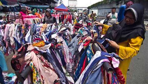Sepatu Pdh Di Pasar Senen trik pembeli baju bekas di senen hindari bakteri metro