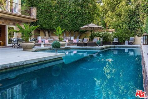 Minnillo And Nick Lachey Poolside In The Bahamas by Nick Lachey And Minnillo List House In Encino Ca