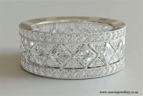 vintage deco style wedding band princess cut