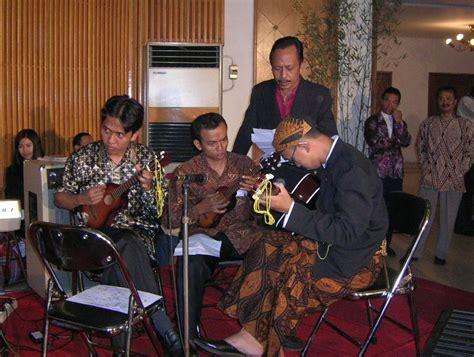 Kaset Keroncong Abadi Bengawan keroncong musik asli indonesia