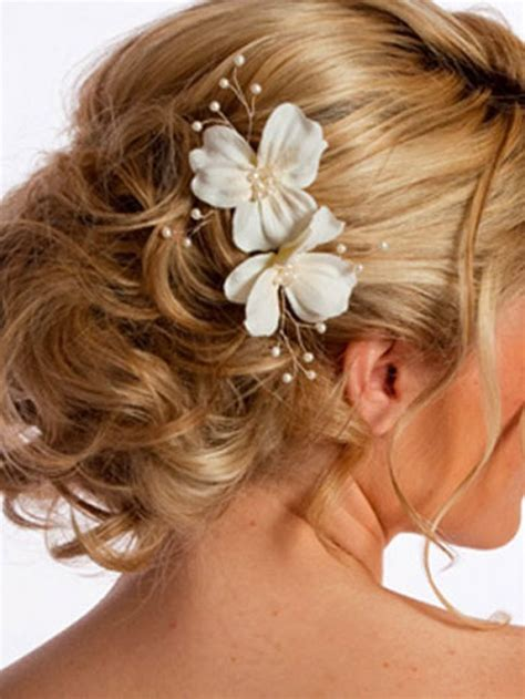 Wedding Hair Updos Medium Lengths by Wedding Updos For Curly Hair Medium Length Design 600x800