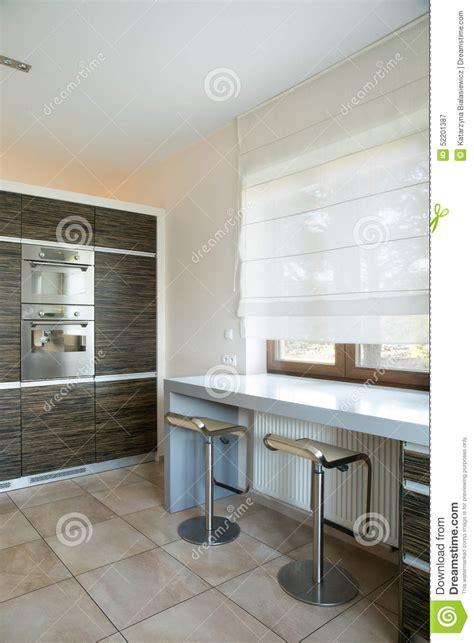 gli sgabelli cucina con gli sgabelli da bar immagine stock immagine