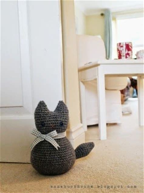 cat door stopper pattern how to make a crochet cat handylittleme