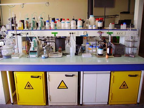 chemistry lab bench file chemistry laboratory bench jpg wikimedia commons