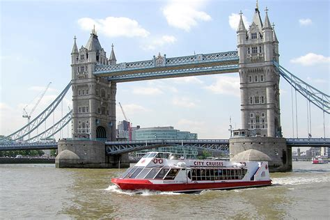 thames river cruise and hotel luxury chagne afternoon tea thames river cruise for