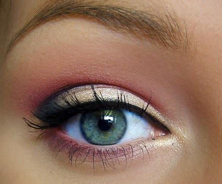 Eyeshadow Emas fashion and lifestyle kombinasikan warna eyeshadow mu