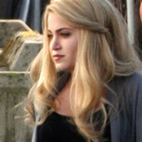 rosalie hairstyle which of rosalie s hairstyles do you think looks better