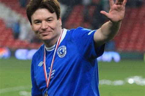 mike myers football hollywood stars mike myers and will ferrell to play in