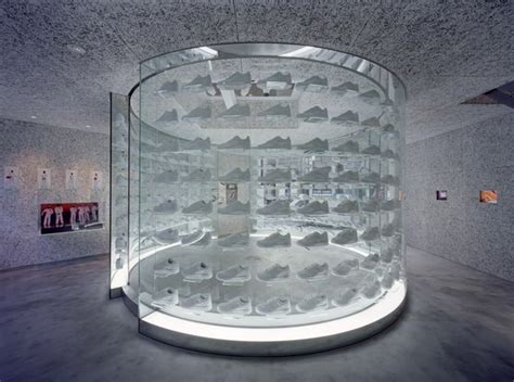 Stores That Sell Glassware Selling Spaces New Directions In Retail Design News