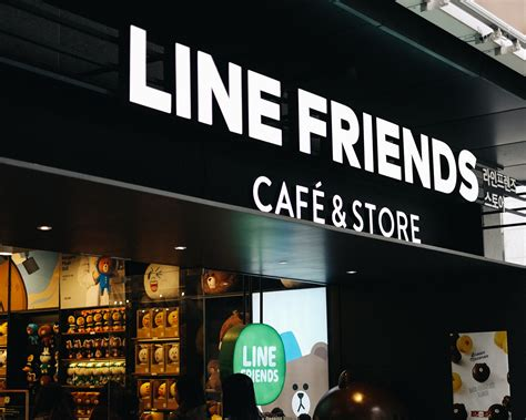 blogger cafe line friends cafe and store korea garosugil seoul