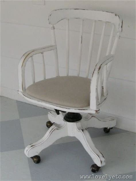 Shabby Chic Office Chair by Best 25 Shabby Chic Desk Ideas On Desk Space