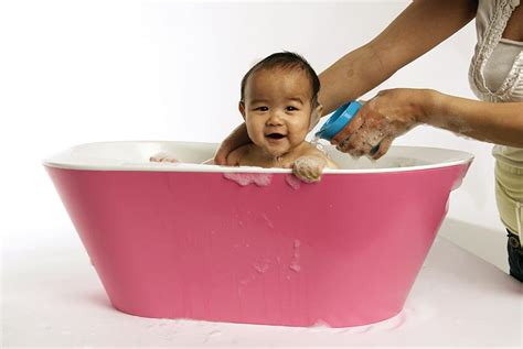 best bathtubs for infants 10 best baby bathtubs kidsomania