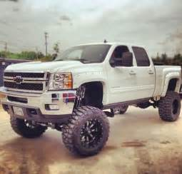 lifted white chevrolet truck chevrolet lifted trucks