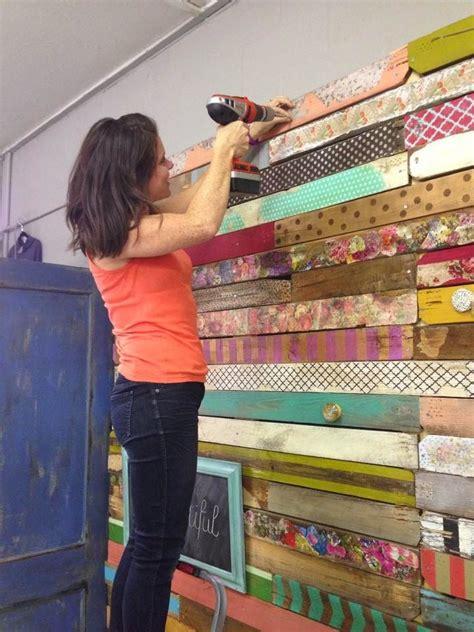 Trash To Treasure Ideas Home Decor by C 243 Mo Forrar Paredes Con Madera De Palets Pintados